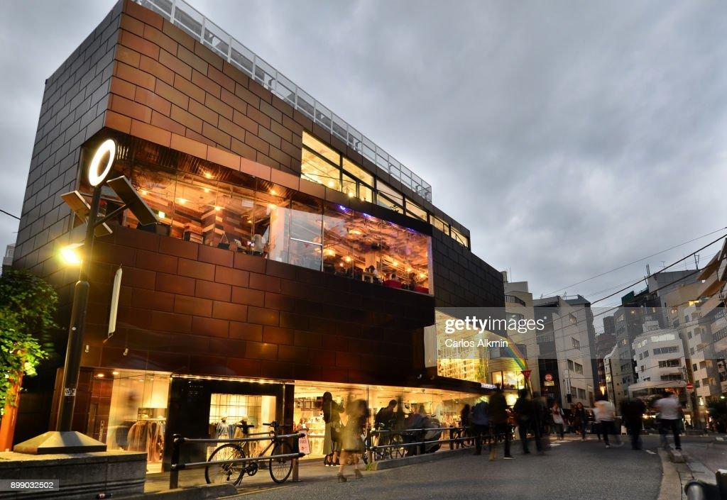 Tokyo - Japan - A commerce street in Shibuya : ストックフォト