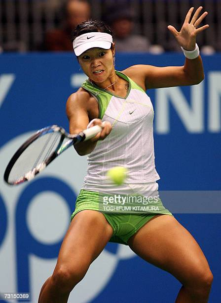 Chinese tennis player Li Na returns the ball during her first round match against Lilia Osterloh of US in the Pan Pacific Open Tennis Tournament in...
