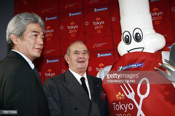French famous chef Paul Bocuse poses with Japanese chef Hiroyuki Hiramatsu and the Michelin mascot Bibendum in Tokyo 14 March 2007 during the...