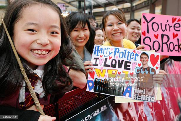 Japanese fans wait for British actor Daniel Radcliffe before the Japan premiere of his new film 'Harry Potter and the Order of the Phoenix' in Tokyo...