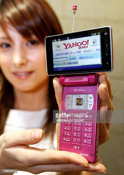 Japanese telecommunication operator Softbank unveils the new mobile handset 911SH produced by Japanese electronics giant Sharp at a Tokyo hotel 20...