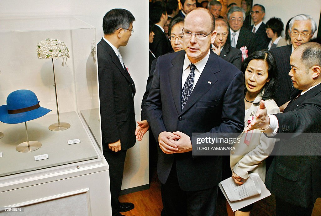 Prince Albert II (C) of Monaco is escorted to visit 'La Princesse Grace de Monaco' exhibition in a Tokyo department store, 23 April 2007. Prince Albert is here on a three day visit to Japan. AFP PHOTO/Toru YAMANAKA