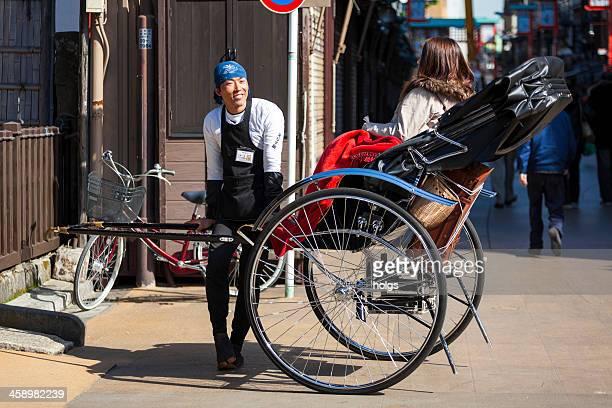 東京(日本): 世界の三輪タクシー - ツアーガイド ストックフォトと画像