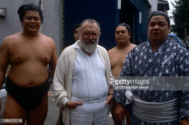 Tokyo, Japon, juin 1985 --- Le réalisateur italien Sergio LEONE fait partie du jury du premier Festival international du film de Tokyo. Ici, posant...