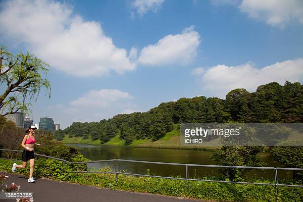 tokyo marathon - imperial palace tokyo stock pictures, royalty-free photos & images