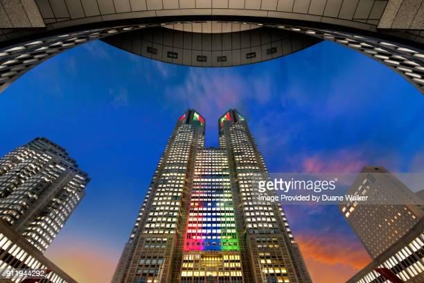 tokyo metropolitan government building - nishi shinjuku stock-fotos und bilder