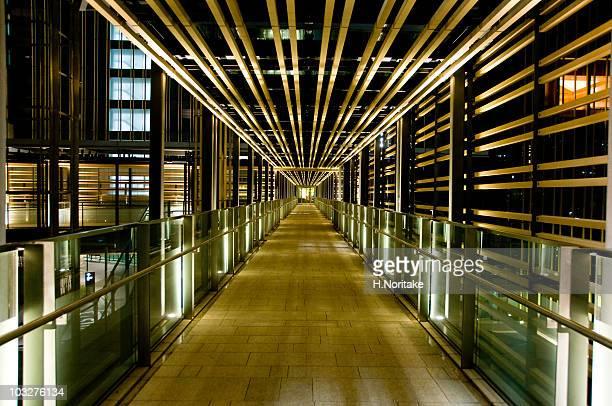 tokyo midtown  - 歩道橋 ストックフォトと画像
