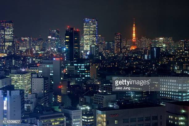 tokyo night view of roppongi and minato skyscapers - roppongi hills stock pictures, royalty-free photos & images