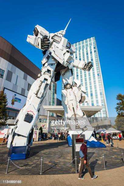 tokyo odaiba crowds tourists unicorn gundam statue divercity plaza japan - transformers named work stock pictures, royalty-free photos & images