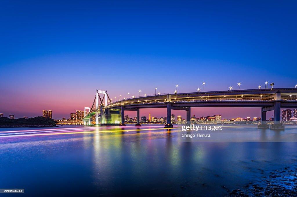 Tokyo Rainbow Bridge in twilight : Stock Photo