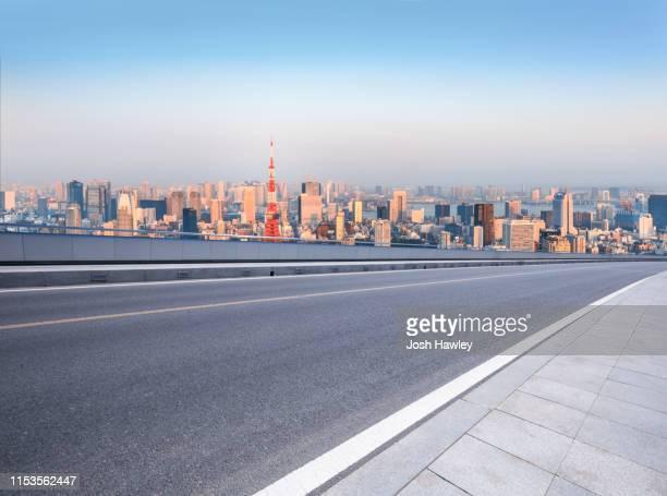 tokyo  road - 道 ストックフォトと画像