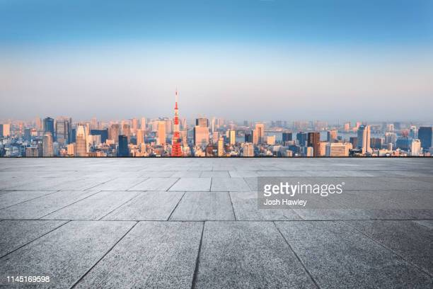 tokyo rooftop and parking lot - horizon over land stockfoto's en -beelden