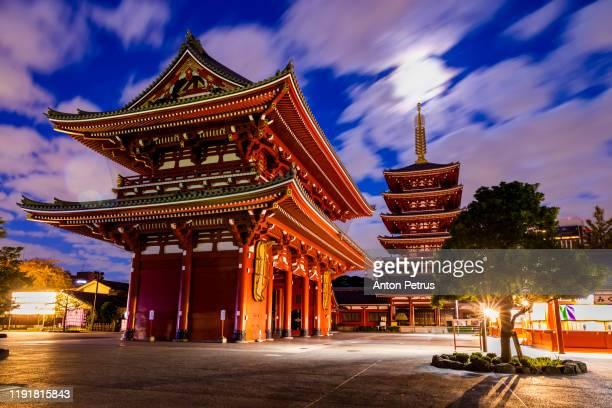 tokyo - sensoji-ji, temple in asakusa at sunset, japan. - guanyin bodhisattva foto e immagini stock
