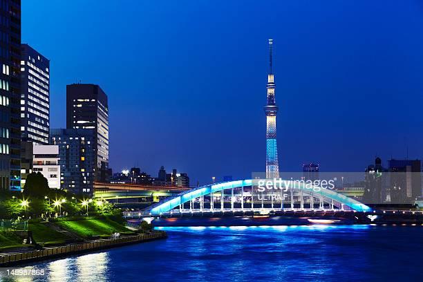 tokyo sky tree and eitai bridge at night - 永代橋 ストックフォトと画像