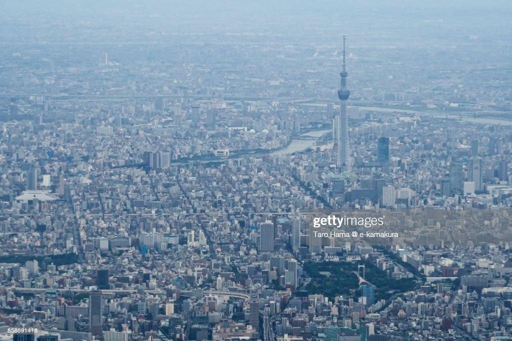 Tokyo Sky Tree in Tokyo in Japan daytime aerial view from airplane : Stock-Foto