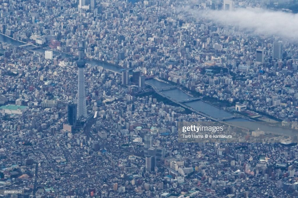 Tokyo Sky Tree in Tokyo in Japan daytime aerial view from airplane : Stock-Foto