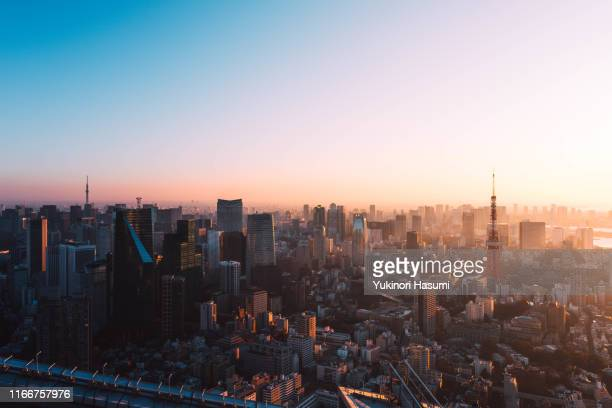 tokyo skyline at dawn - sunrise dawn stock pictures, royalty-free photos & images