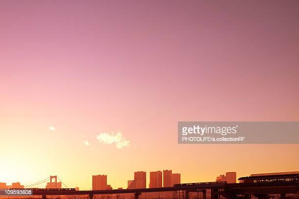 tokyo skyline at dusk - ロマンチックな空 ストックフォトと画像