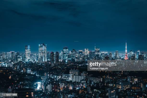 tokyo skyline at night - tokio stock-fotos und bilder