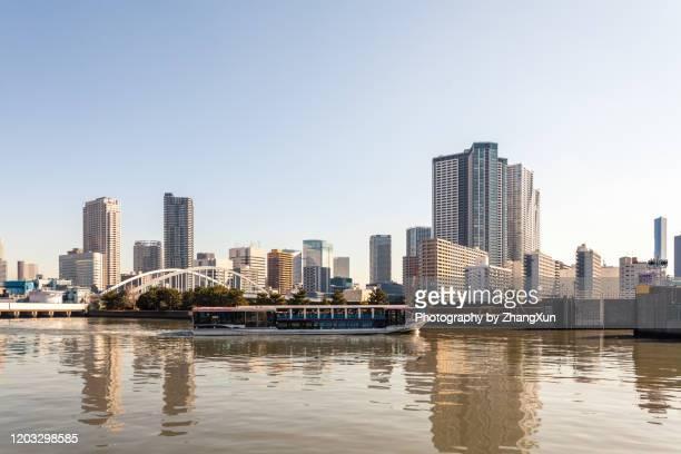 tokyo skyline in waterfront at daytime, shiodome, japan. - ワイドショット ストックフォトと画像