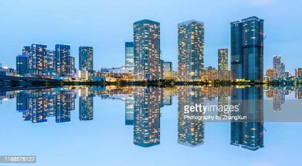 tokyo skyline panorama view,toyosu, japan at night. - ワイドショット ストックフォトと画像