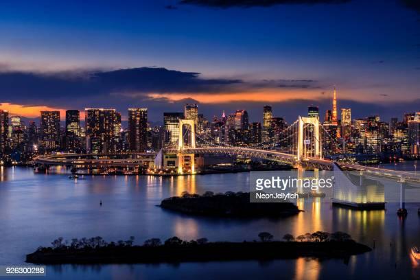 edificios de la ciudad de tokyo  - paisajes de japon fotografías e imágenes de stock