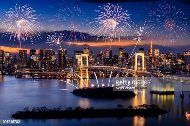 東京の街並み  - 花火大会 ストックフォトと画像