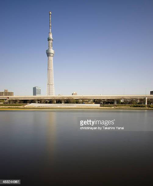 tokyo skytree and sumida river - christinayan ストックフォトと画像