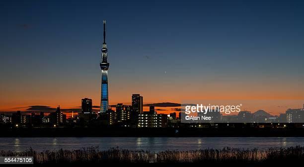tokyo skytree in sunset - nee nee fotografías e imágenes de stock