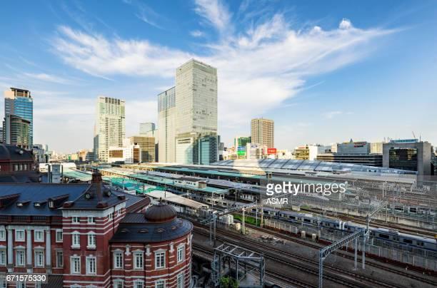 東京駅 - 鉄道のプラットホーム ストックフォトと画像