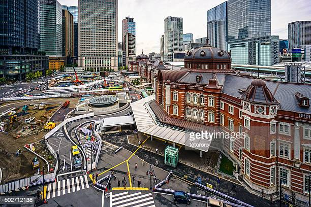jr tokyo station with on-going constructions, in tokyo japan - 再建する ストックフォトと画像