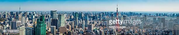 東京のスーパー混雑した東京スカイツリーパノラマに広がる街の上空から見た日本タワー