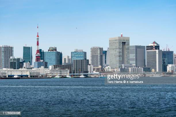 tokyo tower and office buildings in tokyo in japan - ウォーターフロント ストックフォトと画像