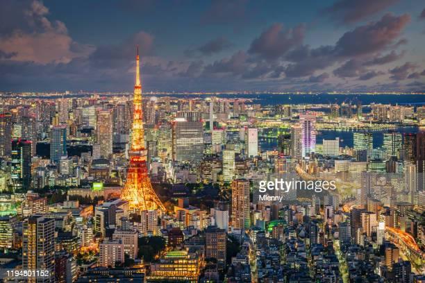 東京タワー・アット・ナイト 東京ジャパン - 六本木ヒルズ ストックフォトと画像