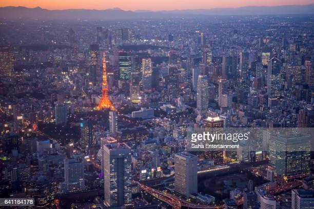 tokyo tower light up at dusk - saha entertainment stock pictures, royalty-free photos & images