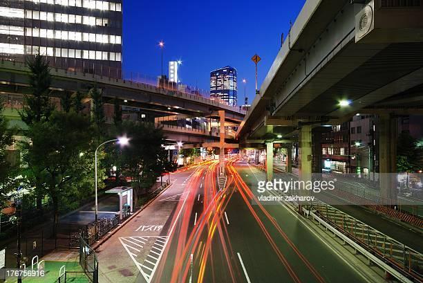 tokyo traffic trails - 六本木ヒルズ ストックフォトと画像