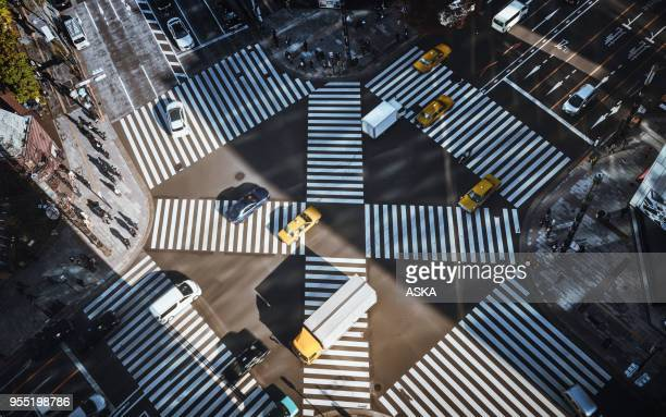 tokyo urban traffic - overhead view of traffic on city street tokyo japan stock photos and pictures