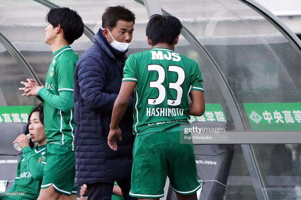Tokyo Verdy v Ehime FC - J.League Meiji Yasuda J2 : ニュース写真