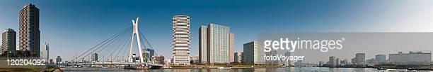 東京のウォーターフロントの高層ビルパノラマ中央大橋中でも墨田日本の街並み - 永代橋 ストックフォトと画像