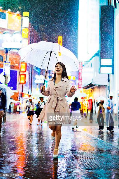 東京の女性はレイン