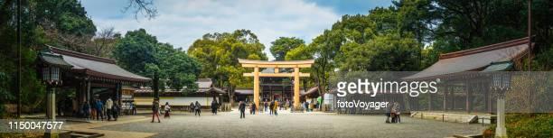 東京代々木公園明治神宮鳥居ゲートパノラマジャパン - 代々木 ストックフォトと画像