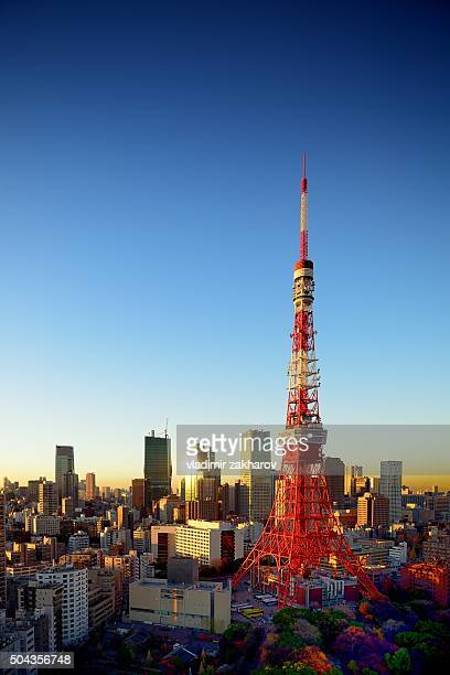 tokyocityscape at sunset - roppongi hills stock pictures, royalty-free photos & images