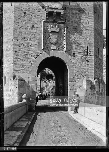 Tolede Porte du pont d'Alcantara, ca. 1908.