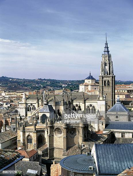 toledo cathedral (castile la mancha, spain) it is one of the six bigger temples of the christendom and a magnificent sample of the gothic art. - flying buttress stock photos and pictures