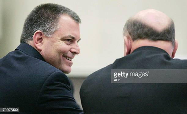 Toledo, UNITED STATES: Tom Noe,, talks with his lawyer Bill Wilkinson 18 October 2006, during the third day of testimony in his trial at the Lucas...