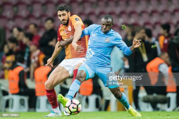 Tolga Cigerci of Galatasaray Aminu Umar of Osmanlispor Futbol Kulubuduring the Turkish Spor Toto Super Lig football match between Galatasaray SK and...