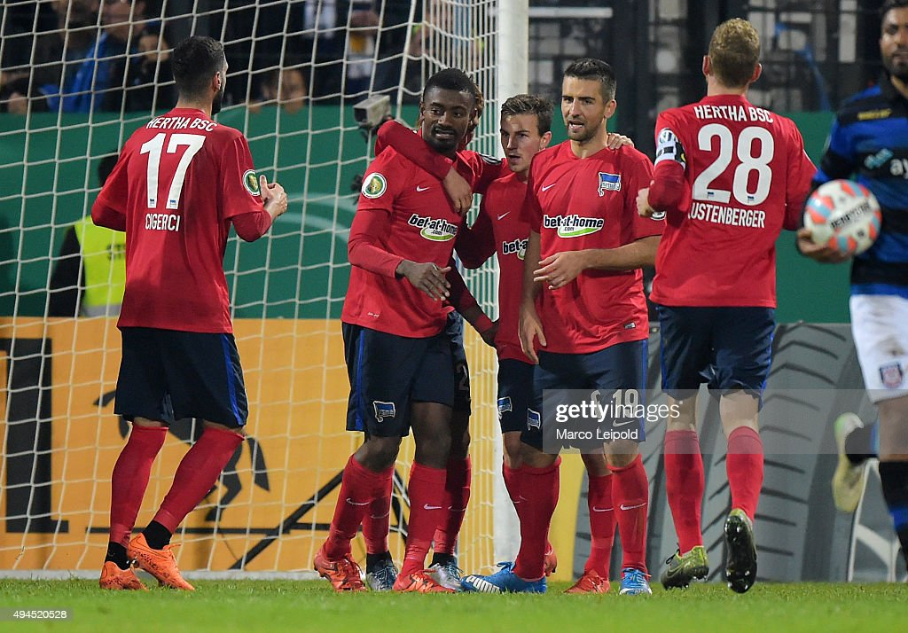 Tolga Cigerci, Salomon Kalou, Vladimir Darida and Vedad Ibisevic of Hertha BSC celebrate after scoring the 1:2 during the game between FSV Frankfurt and Hertha BSC on october 27, 2015 in Frankfurt on Main, Germany.