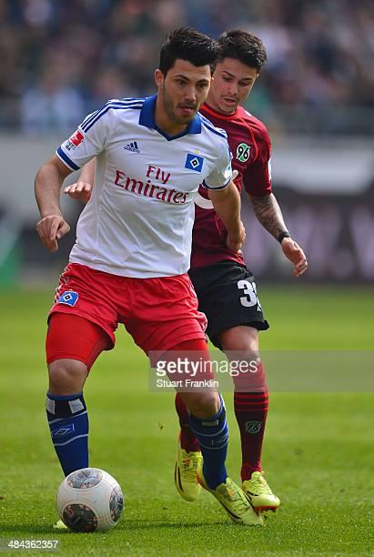 Tolgay Arslan of Hamburg is challenged by Leonardo Bittencourt of Hannover during the Bundesliga match between Hannover 96 and Hamburger SV at...