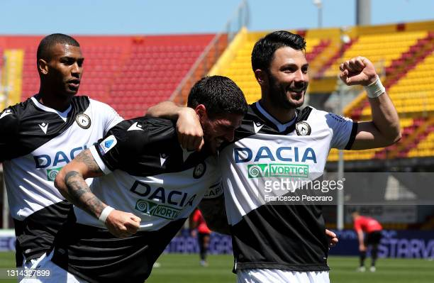 Tolgay Arslan of Udinese Calcio celebrates with Rodrigo De Paul after scoring their side's second goal during the Serie A match between Benevento...