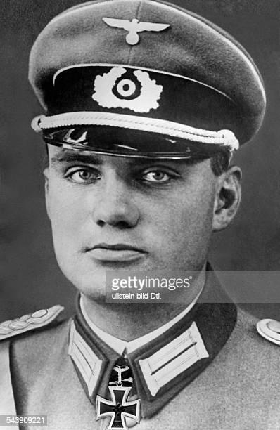Tolsdorff, Theodor - Officier, Lieutenant-General, Germany*-+- Portrait - 1943- Photographer: Presse-Illustrationen Heinrich Hoffmann- Published by:...